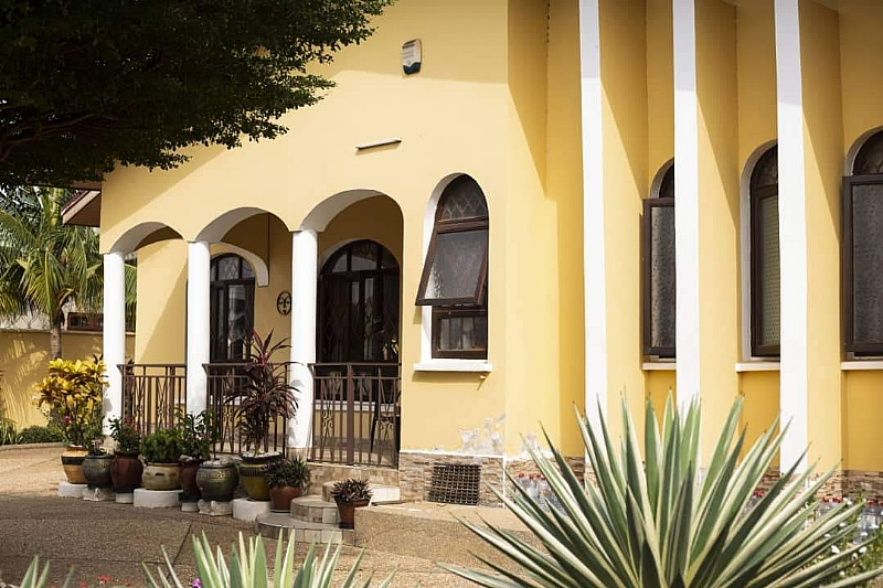 Beautifully Decorated 4 Bedroom Bungalow Villa Tema